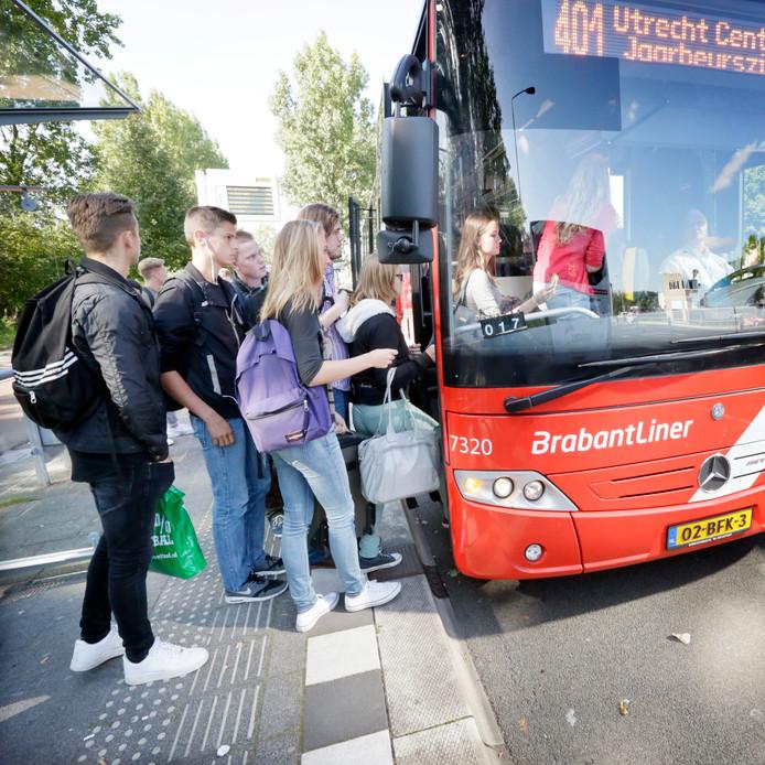De interliner die nu nog rijdt tussen Breda en Utrecht en over een paar jaar mogelijk vervangen wordt door de electrische intercitybus.