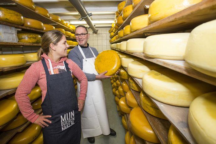 Erik en dochter  Cyril bij de kaasboerderij