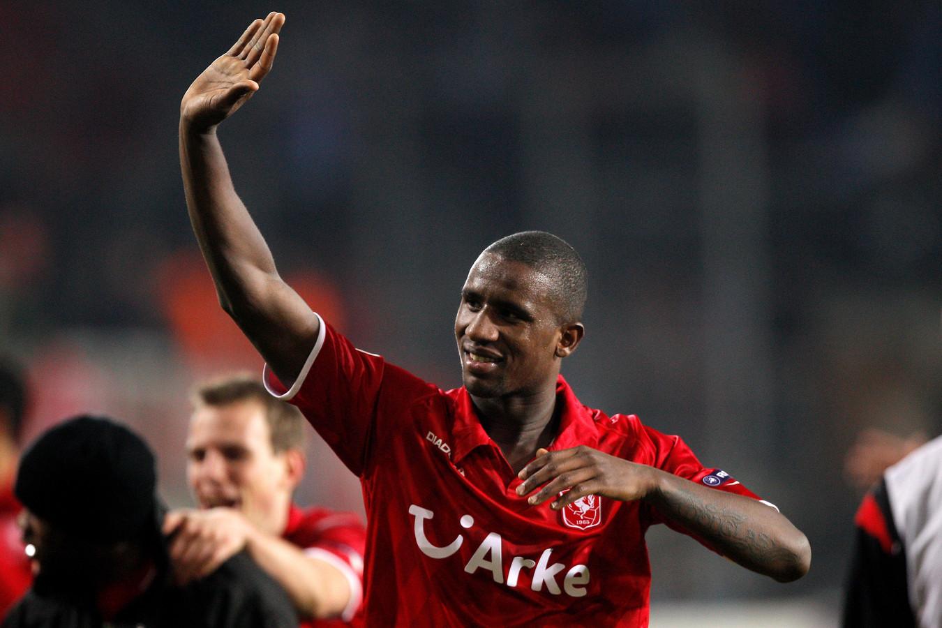 Douglas is met zijn hoofd alleen bij FC Twente. Hij wil ook graag nog een jaar in Enschede blijven en droomt van deelname aan de Champions League.