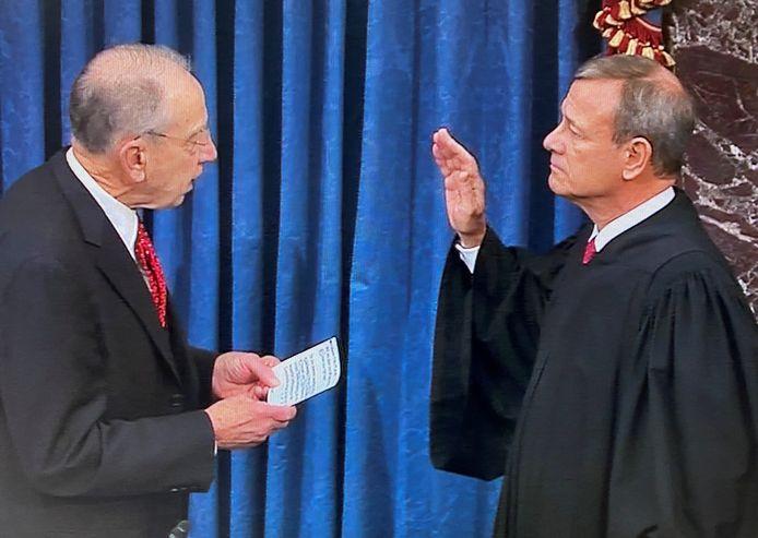 Opperrechter John Roberts legde de eed af in de Senaat en zal optreden als voorzitter in de rechtszaak.