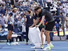 Harris smijt uit frustratie flesjes in de lucht tegen winnende Zverev