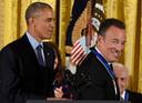 Barack Obama et Bruce Springsteen en 2016, lorsque le chanteur s'est vu remettre la Médaille Présidentielle de la Liberté.