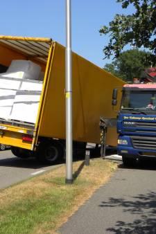 Vrachtwagen verliest aanhanger tijdens het rijden in Aalten