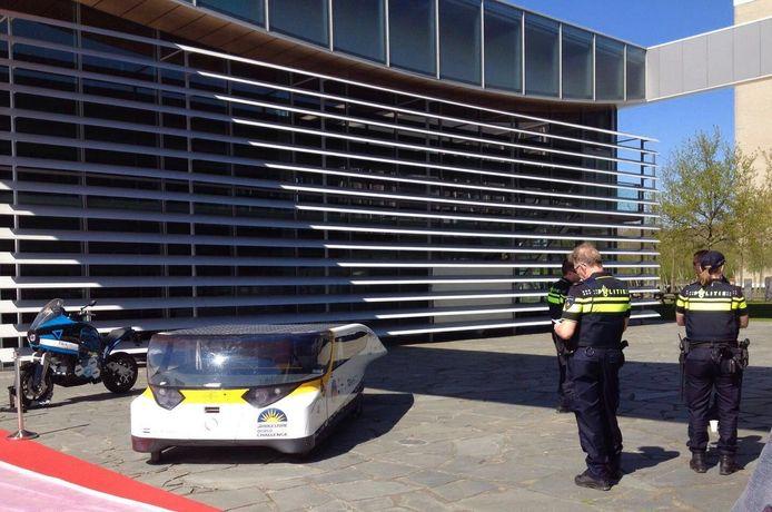 De TU/e toont Merkel donderdag tijdens haar bezoek de elektrische toermotorfiets en Stella, de gezinsauto op zonne-energie.