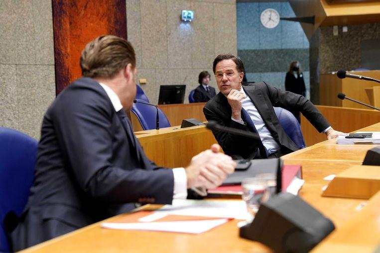 Premier Rutte en minister De Jonge tijdens het coronadebat donderdag.  Beeld EPA