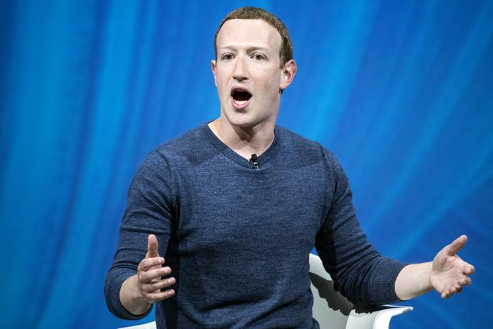 De parlementen van vijf landen willen tegelijk met Facebook-topman Mark Zuckerberg praten over desinformatie en nepnieuws.