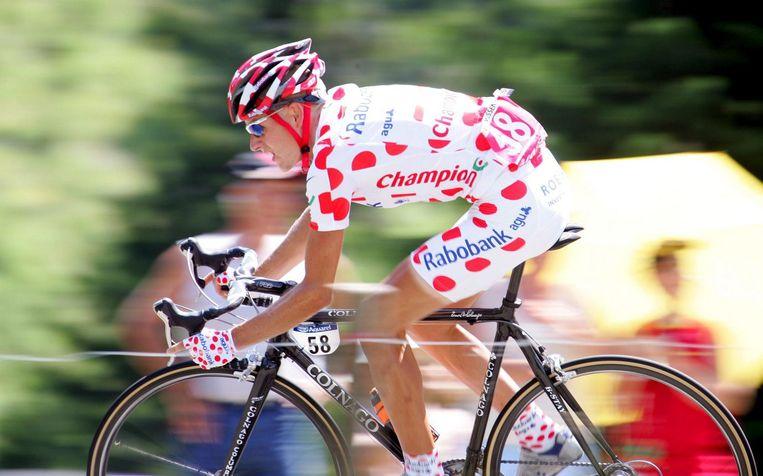 Michael Rasmussen draagt de bolletjestrui in de tour van 2006. Beeld epa