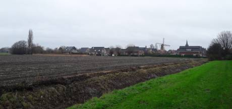Hoek blijft verdeeld over plek nieuw schoolgebouw en dorpshuis, omwonenden maken zich op voor bezwaarprocedure