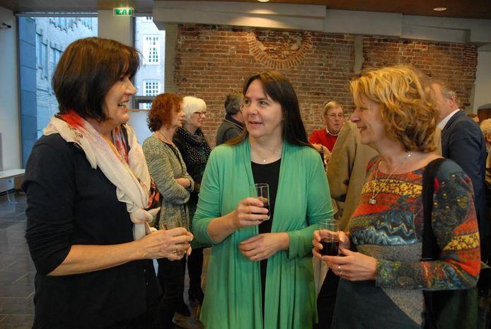 Drie bestuursleden van Heemkundekring Rosmalen: Henda Pennings, Wilma van Creij en Truus Birsak.