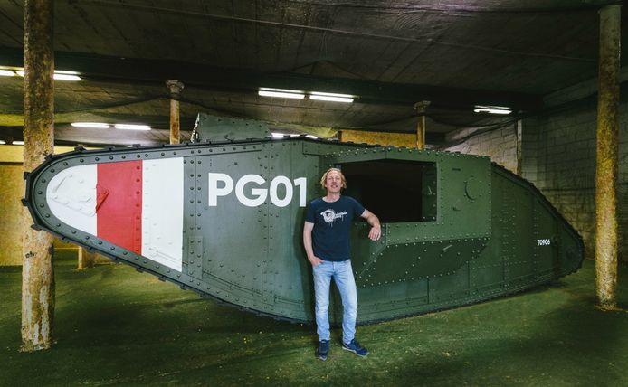 Bij Paintball Gent is een levensechte tank nagebouwd.