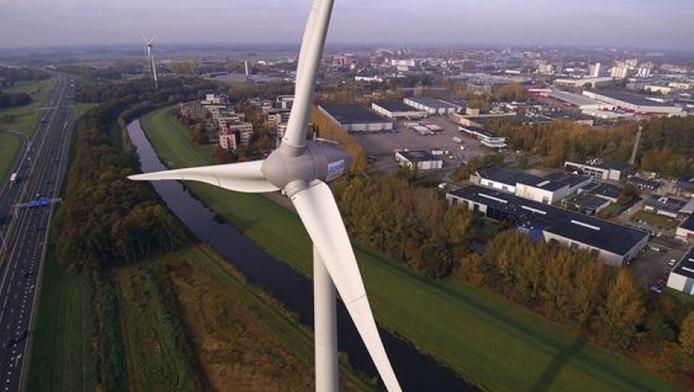 Eén van de windmolens van Pure Energie, die staat langs de snelweg A1 bij Deventer
