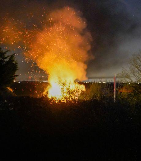 Familie Van den Heuvel erg geschrokken na brand in duiventil: 'De beste wedstrijdduiven hebben het gered'