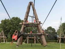 Martelwerktuigen als de pinnekesbrug zorgen voor grote grijns bij survivalatleten in Beltrum