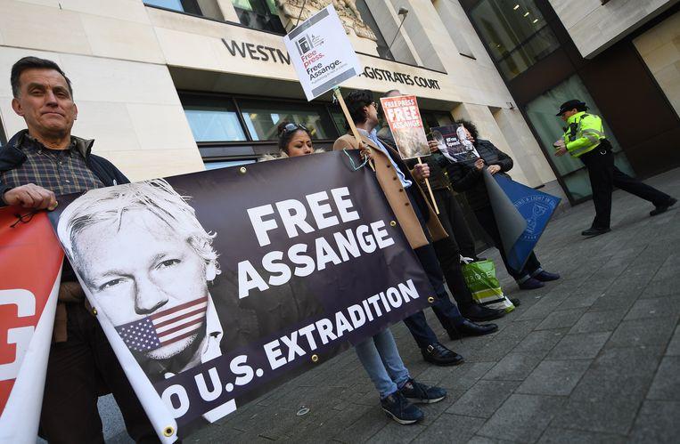 De arrestatie leidde nog dezelfde dag tot protest aan een Londense rechtbank. Beeld EPA