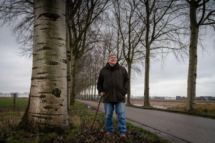 Marco Overdiep bij de 'ogenbomen' langs de Linge bij Elst.