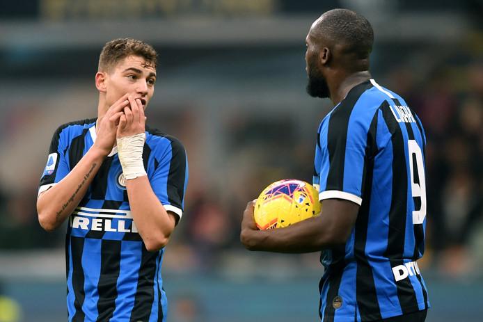 Romelu Lukaku grand seigneur. Double buteur et passeur contre le Genoa, Romelu Lukaku a aussi offert un penalty à Sebastiano Esposito. À 17 ans, le jeune attaquant italien était titulaire pour la première fois avec l'Inter et en a profité pour inscrire le tout premier but de sa carrière.