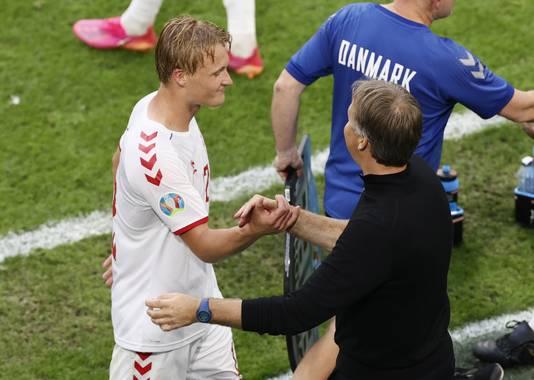 Kasper Dolberg (l) met bondscoach Kapser Hjulmand.