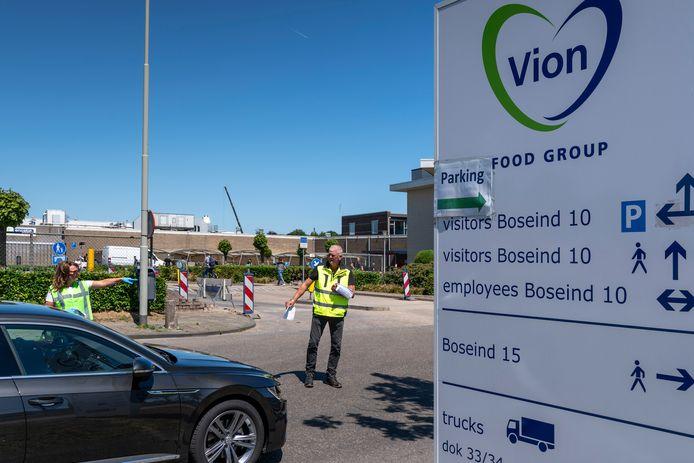 Vorige week nam Vion bij al haar productielocaties maatregelen om vervoer van medewerkers in volle uitzendbusjes te voorkomen.