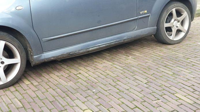 De brandweer raakte onderweg in Enschede verschillende geparkeerde auto's.