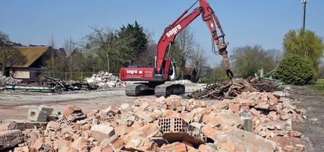 Bodemsanering Hof te Zandeplein in Kloosterzande valt fors duurder uit