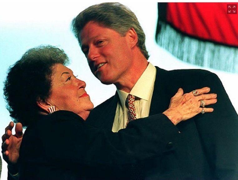 Bill Clinton samen met zijn moeder, Virginia Kelley Beeld DAVID AKE/AFP/Getty Images