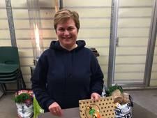 Vrijwilligster Voedselbank Lopik verrast met taart