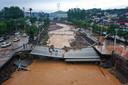 Cette photo aérienne prise le 21 juillet 2021 montre un pont endommagé suite aux fortes pluies qui ont provoqué de graves inondations à Gongyi, dans la province chinoise du Henan.