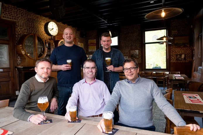 Café Het Brughuis in Muizen heropent dankzij eigenaars Frank Vlayen, Rob De Koninck en Piet De Smet en uitbaters Robin Cauwenberghs en William Van Dessel
