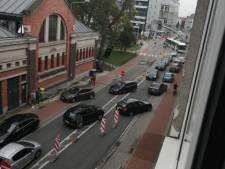 Verkeersproblemen aan Nieuwewandeling door put in weg