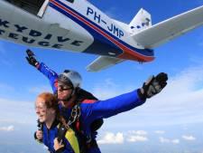 Gelderland handhaaft beperking parachutevluchten vanaf vliegveld Teuge: 'Rust voor omgeving'