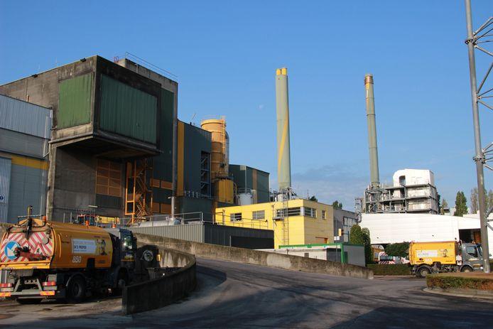 Uit deze verbrandingsoven in de Proeftuinstraat vertrekt de warmte naar het UZ Gent