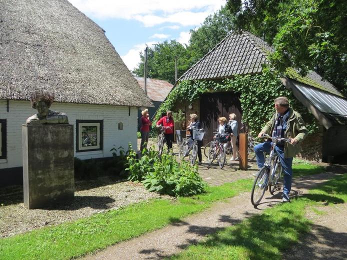 Rondje Kunst is een fietsroute van 21 kilometer langs vijf ateliers in Elburg, 't Harde en Oldebroek waar beeldende kunst te zien is.