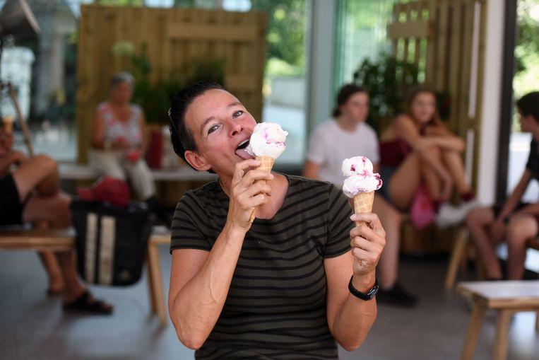 Een ijsje kan eventjes verkoeling brengen.
