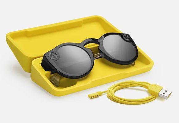 Je kan de bril tot vier keer opladen in de speciale oplaadcase.