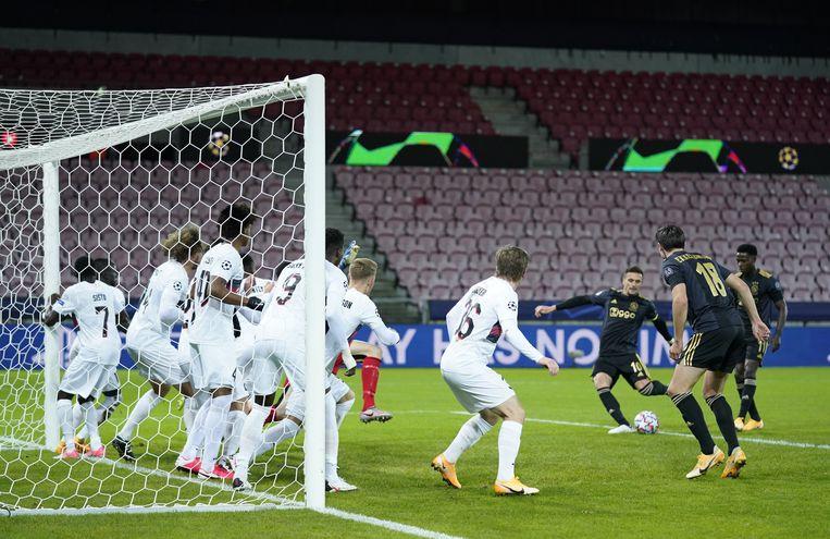 Tadic scoort tegen Midtjylland. Beeld Ritzau Scanpix via REUTERS