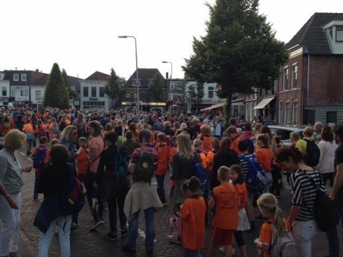 Laatste avond voor de bijna 9000 deelnemers aan de Avondvierdaagse Zwolle. Foto Ingrid Strijkel