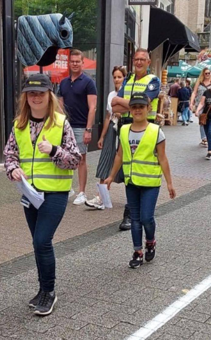 'Politiekinderen' op pad in Zwolle.