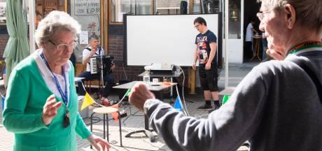 Bredase muzikanten met beperking op toernee langs verzorgingshuizen: 'Brok in de keel'