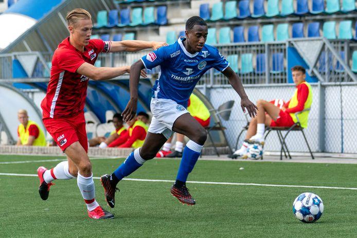 Kevin Felida (rechts) eerder dit seizoen in actie voor FC Den Bosch tegen Jong AZ.