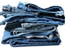 Apeldoornse winkel helpt Leger des Heils aan spijkerbroeken