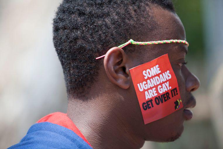 Een Oegandese man tijdens de derde jaarlijkse Gay Pride in Entebbe, Uganda. Beeld AP