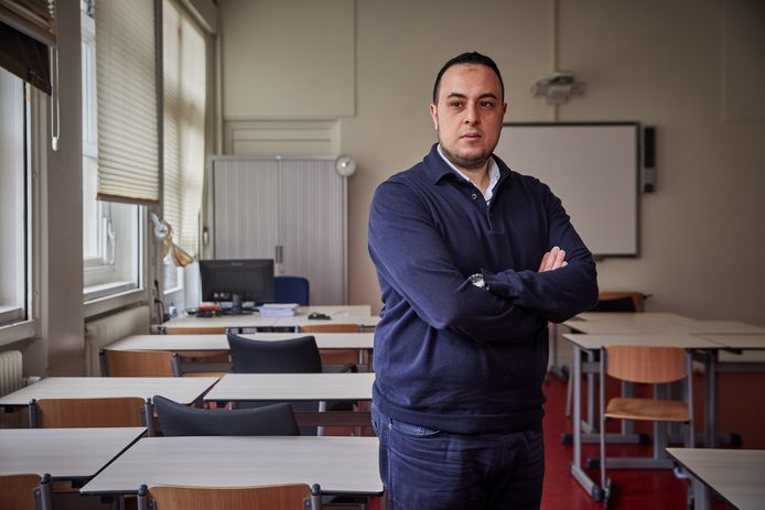 Iliass El Hadioui, socioloog en onderwijskundige, maakt zich zorgen om kinderen uit Rotterdamse volksbuurten die nu niet naar school kunnen.