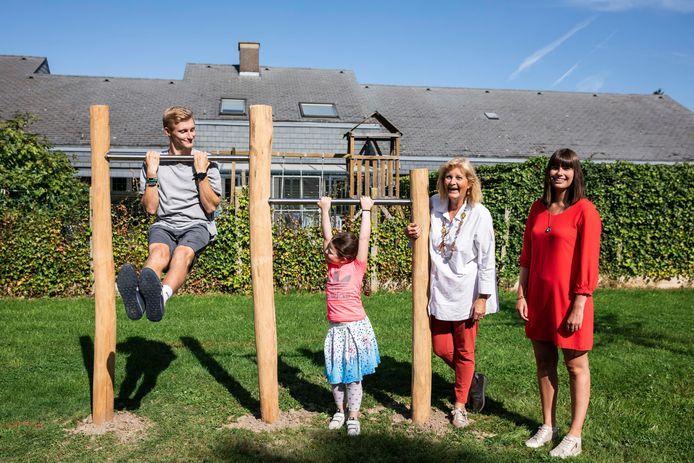 De Disselwijk in Hasselt heeft er weer een nieuwe tuimelrek bij.