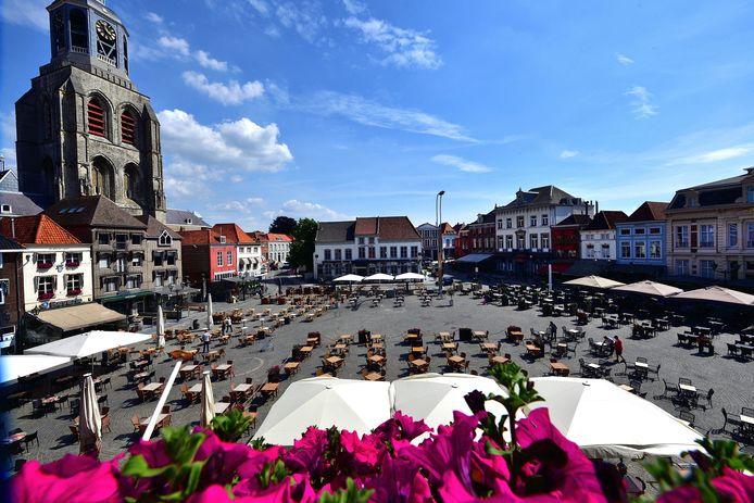 De Grote Markt in Bergen op Zoom is tot 1 september één groot terras.