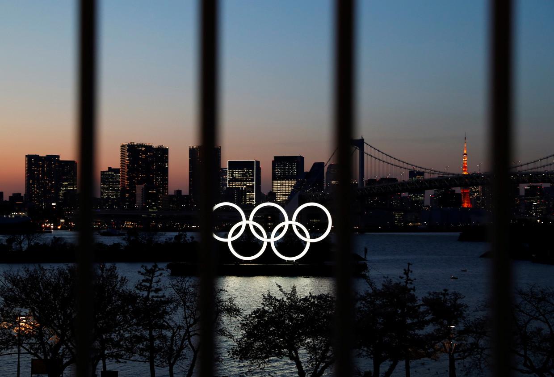 De olympische ringen verlichten het Odaiba Marine Park in Tokio.