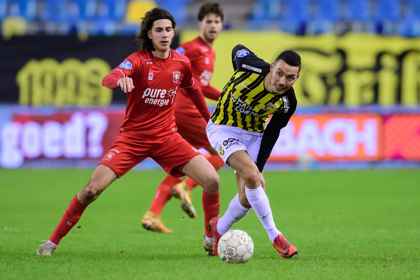 Ramiz Zerrouki in duel met zijn reis- en ploeggenoot van de Algerijnse ploeg Oussama Darfalou. Zaterdag zijn de twee elkaars tegenstander.