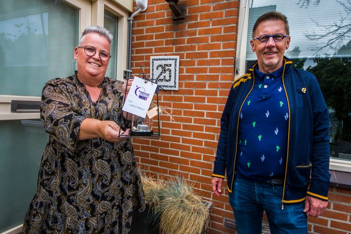 Wim Roetenberg is de voorzitter van de stichting Samenloop voor Hoop in Haaksbergen. Hij ging vorig jaar langs ex-kankerpatiënten en deelde attenties uit. Hij bracht onder meer een bezoekje aan Lucy Beukert.