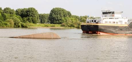 Binnenvaartschip op Dordtse Kil gezonken na aanvaring