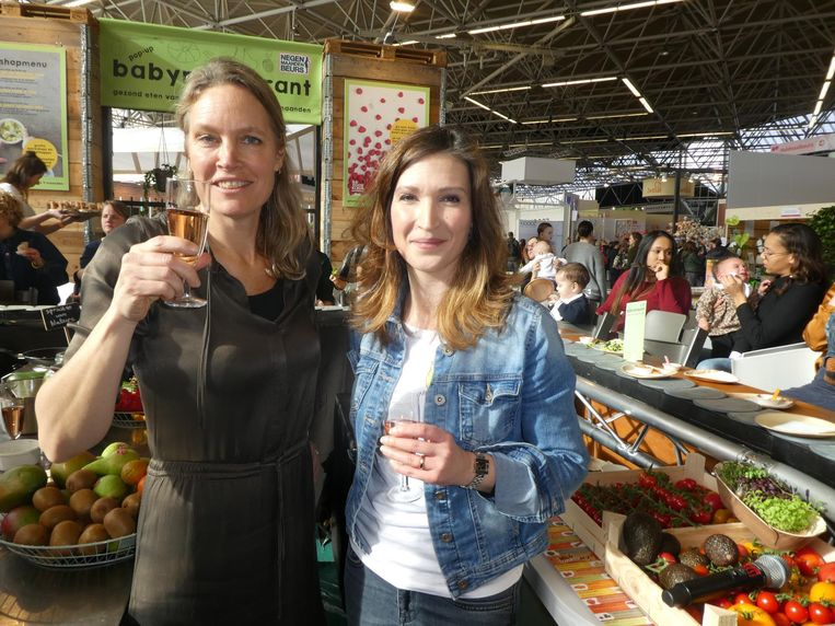 Gees van Asperen (auteur Van kleine spruit tot toffe peer) en Astrid Postma (Voedingscentrum): 'Superbelangrijk!' Beeld Schuim