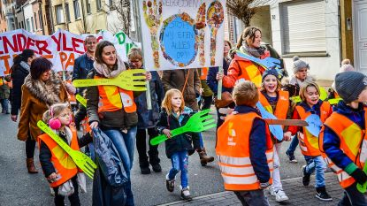 Leerlingen 'Het Anker' houden eigen klimaatmars door straten Knokke-Heist